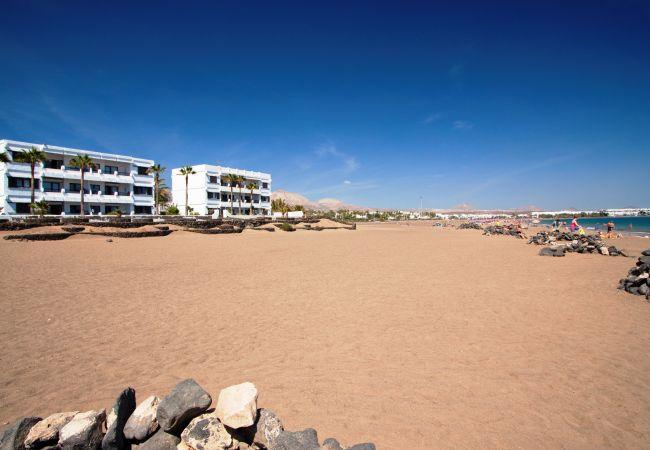 Appartement in Puerto del Carmen - Costa Luz block 6 beach-front 2 bed 2 bath apts.