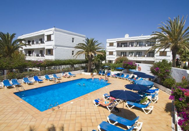 à Puerto del Carmen - Costa Luz block 5 superior 2 bed 2 bath apts.